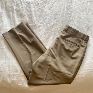 Cremieux signature solid pleated dress pants
